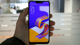 Le Zenfone 5 d'Asus, copie presque conforme de l'iPhone X d'Apple.