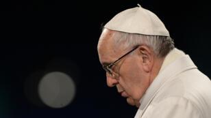 Le pape François lors de la prière de la fin du Chemin de croix au Colisée de Rome, le 25 mars 2016.