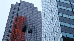 Momento posterior al incendio en un departamento en Trump Tower en Manhattan en la ciudad de Nueva York, Nueva York, EE.UU., 7 de abril de 2018.