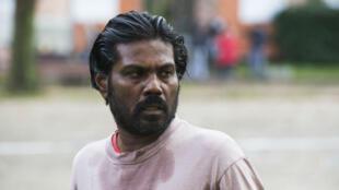 Antonythasan Jesuthasan incarne Dheepan, réfugié tamoul dans une banlieue française.