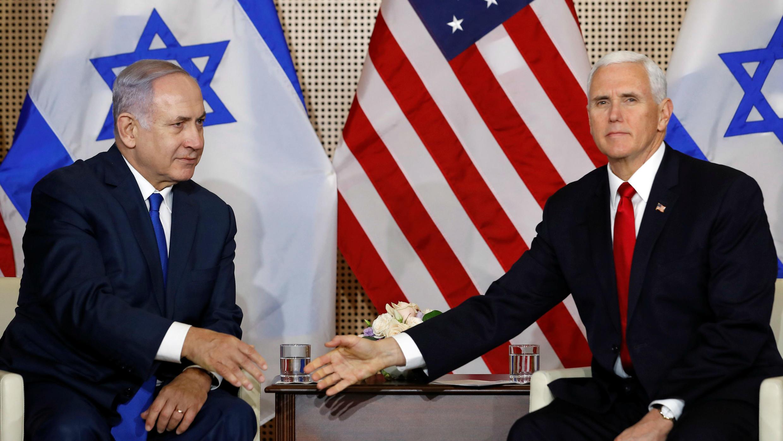 El vicepresidente estadounidense, Mike Pence, y el primer ministro israelí, Benjamin Netanyahu, se reúnen en Varsovia, Polonia, el 14 de febrero de 2019.