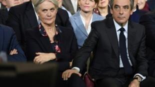 مرشح اليمين في الانتخابات الرئاسية في فرنسا فرانسوا فيون وزوجته بينيلوب
