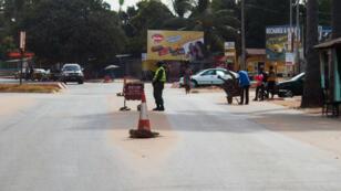 Un checkpoint à Banjul, la capitale de la Gambie.