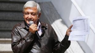 El presidente electo de México, Andrés Manuel López Obrador, durante una conferencia de prensa realizada en la sede de su campaña en Ciudad de México el 15 de julio de 2018.