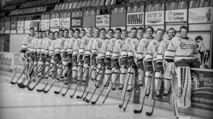 El equipo de la Liga de Hockey Juvenil de Humboldt Broncos Saskatchewan 2017-2018.