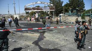 Les forces de sécurité afghanes sur le lieu de l'attaque talibane du lundi 10 août, à proximité de l'aéroport de Kaboul.