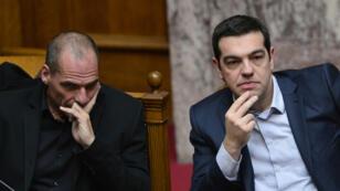 Yanis Varoufakis et Alexis Tsipras, mercredi 18 février, lors de l'élection du président grec au Parlement, à Athènes.
