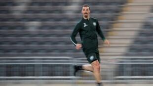 El delantero del AC Milan Zlatan Ibrahimovic ha estado entrenando con el equipo de la liga sueca Hammarby IF.