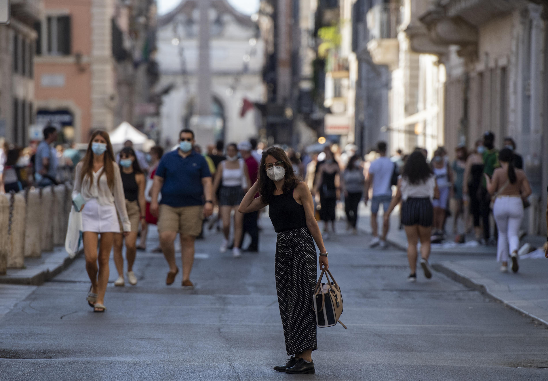 Da lunedì 28 giugno 2021 gli italiani di tutto il Paese si godono la vita all'aperto senza mascherine.