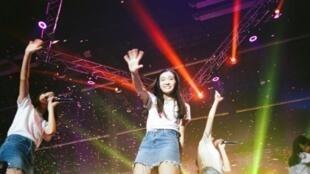 """Una escena del documental """"BNK48 : Girls don't cry"""", presentado en el festival de cine de Busan, en Corea del Sur"""