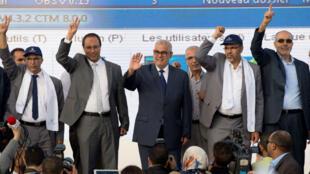Abdelilah Benkirane (au centre), Premier ministre et secrétaire général du PJD, lors d'un meeting à Salé, le 7 octobre.
