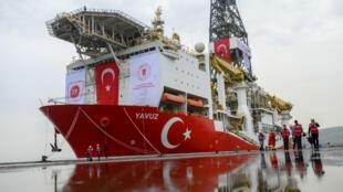 Le navire turc Yavuz qui effectue des recherches pour des forages au large de Chypre.