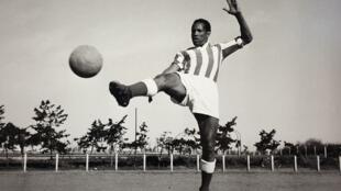 مجد كرة القدم المغربية المهدي بن مبارك.