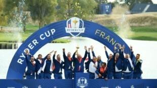 L'équipe européenne fête sa victoire dans la Ryder Cup, le 30 septembre 2019 à Saint-Quentin-en-Yvelines