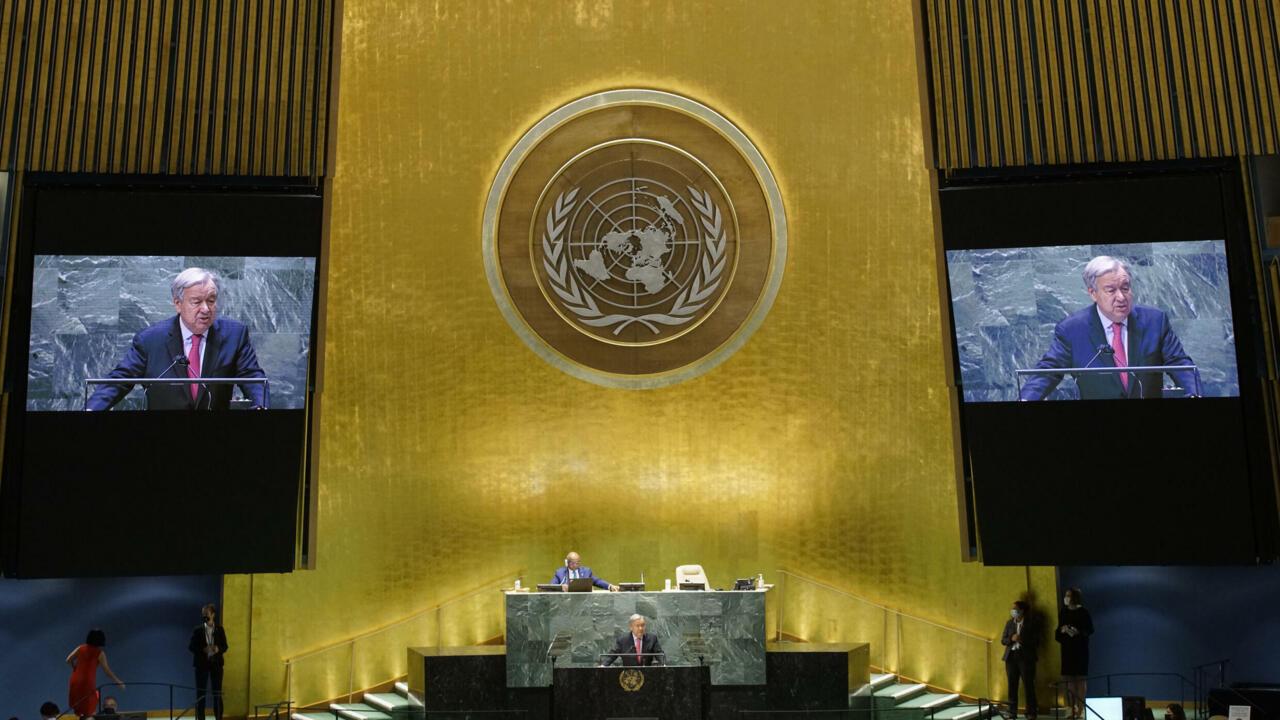El secretario general de las Naciones Unidas, António Guterres, se dirige al 76 ° período de sesiones de la Asamblea General de la ONU el 21 de septiembre de 2021 en Nueva York, donde instó a Estados Unidos y China a entablar un diálogo.
