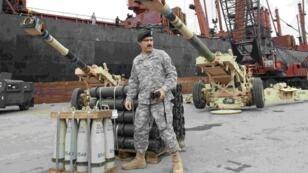 Déchargement d'une cargaison d'armes américaines dans le port de Beyrouth, le 8 février 2015.