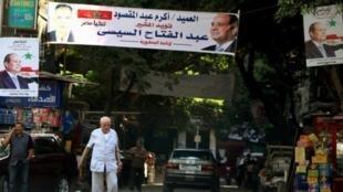 لافتات مؤيدة للسيسي قبل بدء الحملة للانتخابات الرئاسية في مصر.