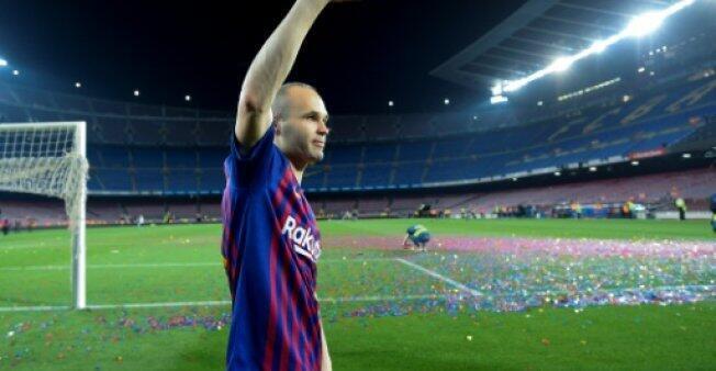 """أندريس إنييستا في ملعب """"كامب نو"""" بعد خوضه مباراته الأخيرة مع برشلونة في 20 أيار/مايو 2018."""