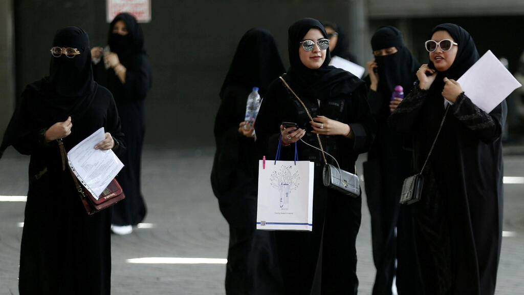 Saudi Arabia to let adult women travel without permission