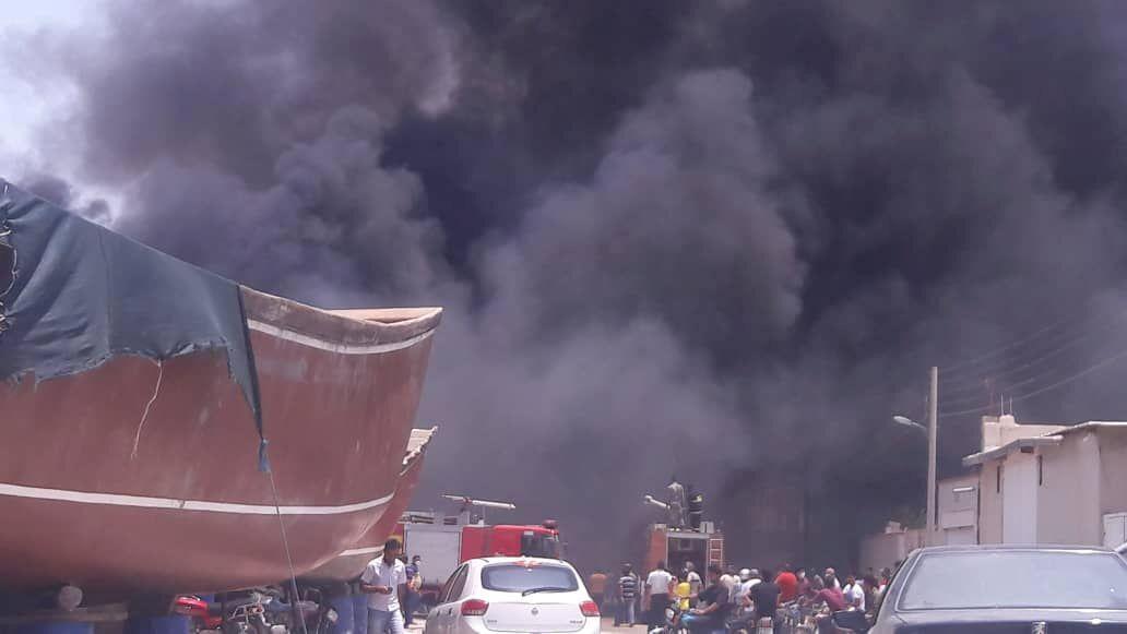 Los siete barcos incendiados desprendieron una densa humareda en el puerto de Bushehr, en Irán.El 15 de julio de 2020.