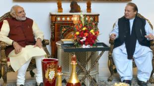 Le Premier ministre indien Narendra Modi a rencontré son homologue pakistanais Nawaz Sharif à Lahore au Pakistan, le 25 décembre 2015.