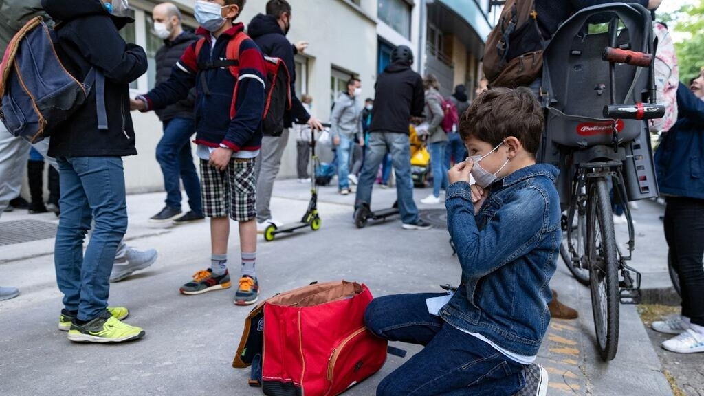 Covid-19: Schools reopen across France despite spike in ICU admissions thumbnail