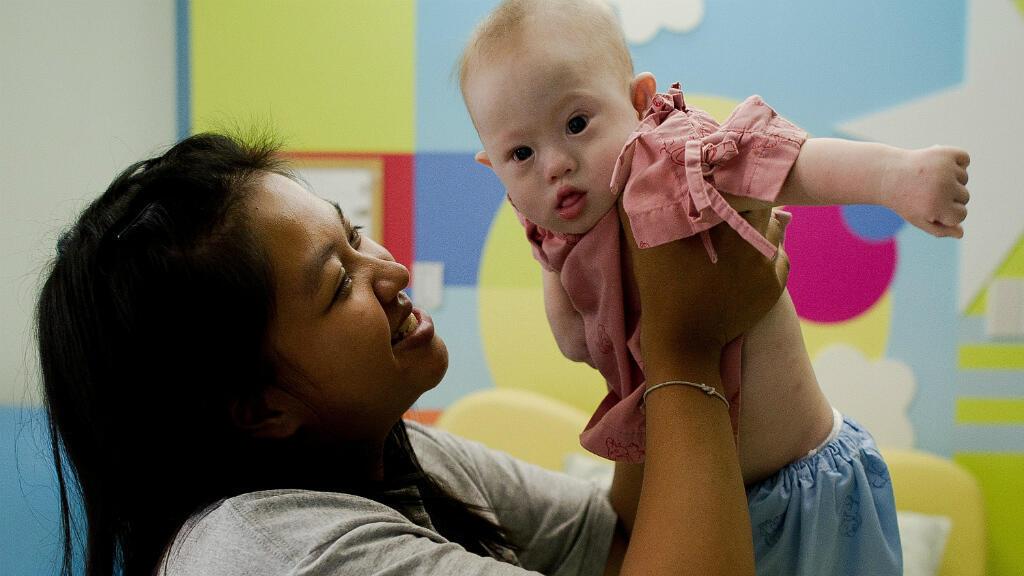 En août, un couple australien avait choqué la planète en abandonnant un petit garçon trisomique, nommé Gammy, en Thaïlande à sa mère âgée de 21 ans.