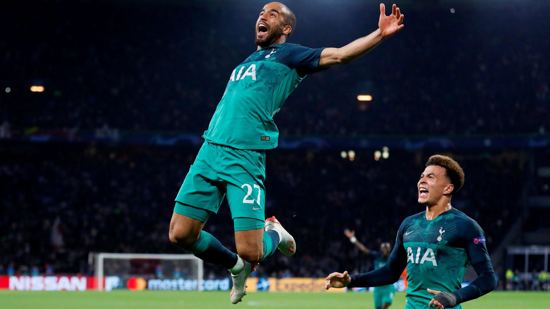 Lucas Moura del Tottenham celebra su tercer gol en la semifinal de la Liga de Campeones en el Johan Cruijff Arena, Ámsterdam, Países Bajos, el 8 de mayo de 2019