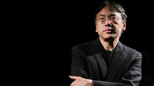 Kazuo Ishiguro fotografiado durante una entrevista con la agencia Reuters en Nueva York, Estados Unidos, el 20 de abril de 2005.