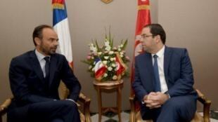 رئيس الوزراء التونسي يوسف الشاهد مستقبلا نظيره الفرنسي إدوار فيليب 2017/10/05.