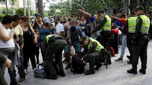 Autoridades policiales de colombia, realizan el chequeo de pertenencias a migrantes venezolanos en la población de Cúcuta. Mayo 17 de 2018