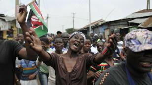 Les partisans de Raila Odinga ont célébré dans les rues de Nairobi l'invalidation de la précédente élection présidentielle.