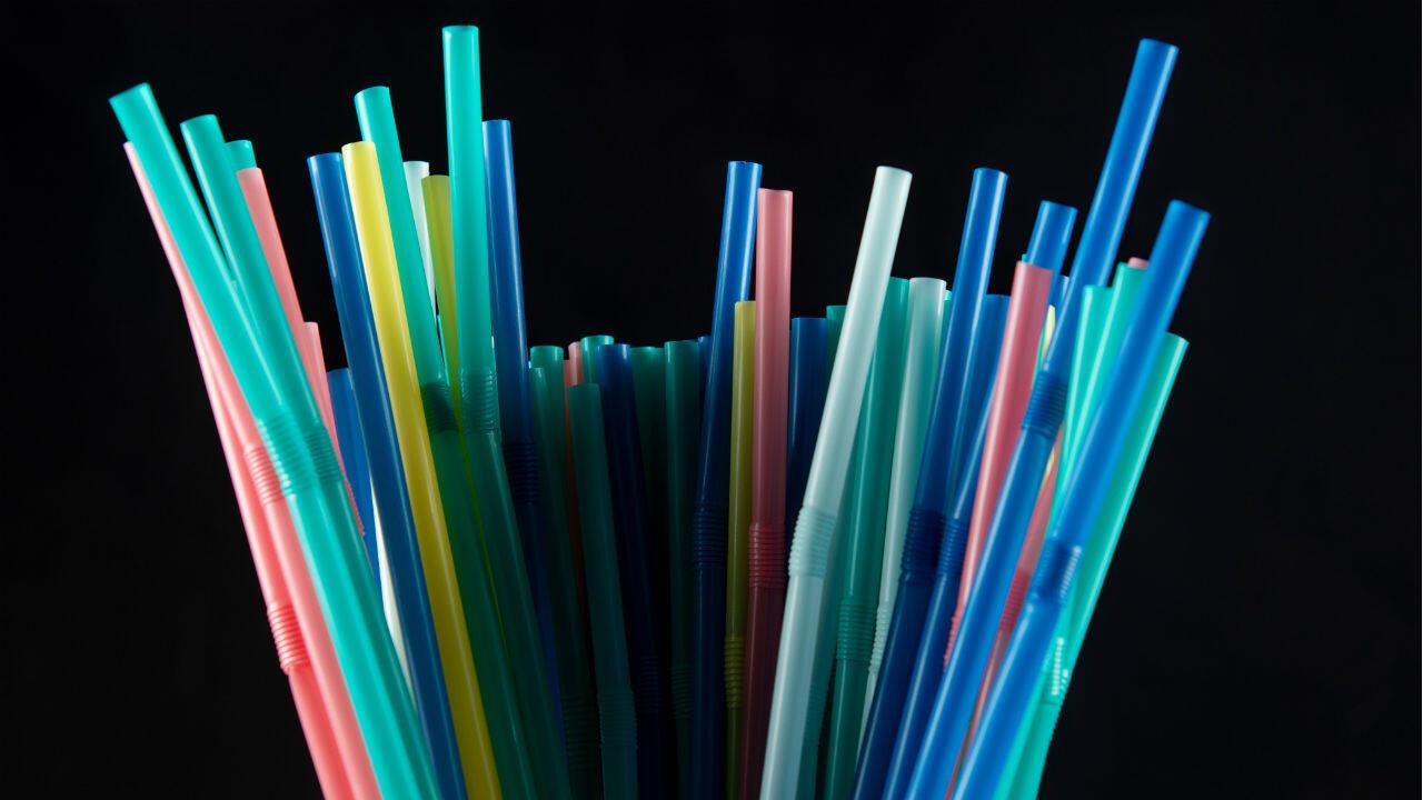 Grâce à l'Union européenne, les pailles en plastique devraient être interdites d'ici à 2021.