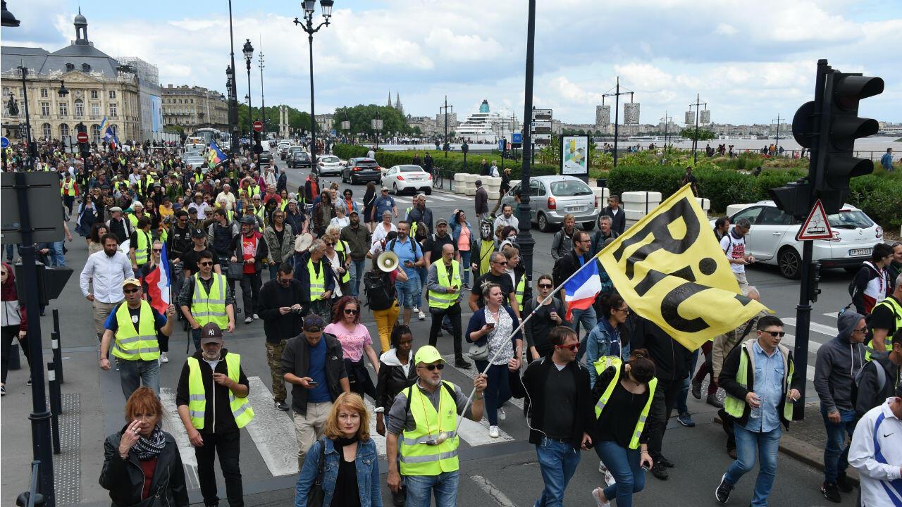 """متظاهرون من """"السترات الصفراء"""" في بوردو (جنوب فرسا)، 25 مايو/أيار 2019."""