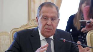 El ministro de Exteriores ruso, Serguéi Lavrov, habla a la prensa tras un encuentro con su homólogo paquistaní, Khawaja Asif, en Moscú, Rusia, el 20 de febrero de 2018.