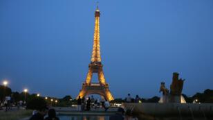 برج إيفل في العاصمة الفرنسية باريس