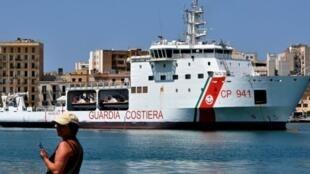 سفينة ديتشيوتي ترسو في إحدى موانئ صقلية في 12 تموز/يوليو 2018.