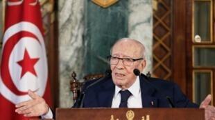 Fuentes de la Presidencia del país aseguraron que el jefe de Estado, Béji Caïd Essebsi, se encuentra en estado crítico. No obstante la confusión sigue presente en Túnez.