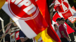 Un drapeau du parti allemand d'extrême droite NPD lors d'une manifestation en 2013 à Berlin.