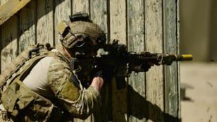 جندي أمريكي من القوات الخاصة خلال تدريبات بألمانيا في آب/أغسطس 2015.