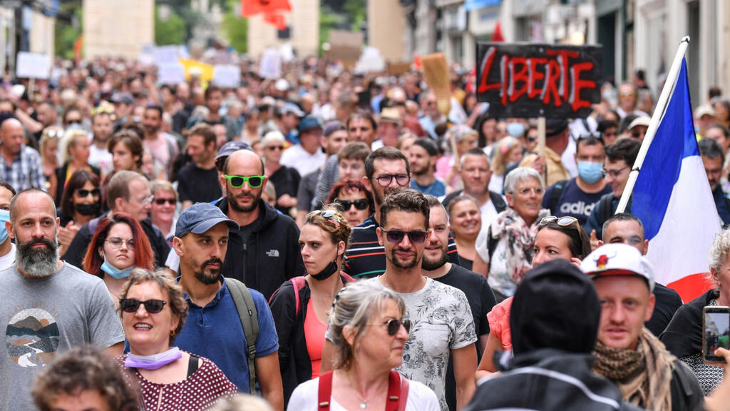 Tens of thousands march against French Covid 'health pass' for third straight weekend
