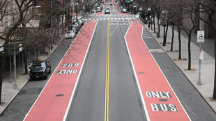 Una calle 42 casi vacía en la ciudad de Nueva York