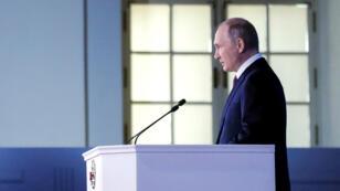 """Le président russe Vladimir Poutine a conseillé lundi à Londres de """"tirer les choses au clair""""."""