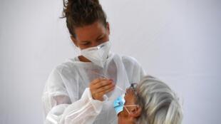 Le gouvernement veut pratiquer un million de tests par semaine pour juguler l'épidémie