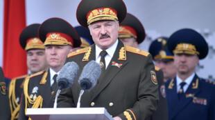 رئيس بيلاروس الكسندر لوكاشينكو يلقي خطابا في مينسك لمناسبة الذكرى ال75 لانتصار الاتحاد السوفياتي على النازية في الحرب العالمية الثانية، في 9 أيار/مايو 2020