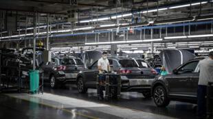 Dans l'usine Volkswagen Autoeuropa de Palmela, à 30 km de Lisbonne, le 13 mai 2020