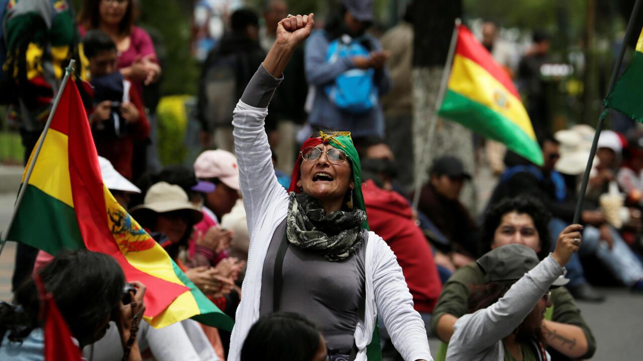 Una mujer grita mientras asiste a una protesta contra la candidatura del presidente de Bolivia , Evo Morales, para la reelección en 2019, en La Paz, Bolivia, el 6 de diciembre de 2018.