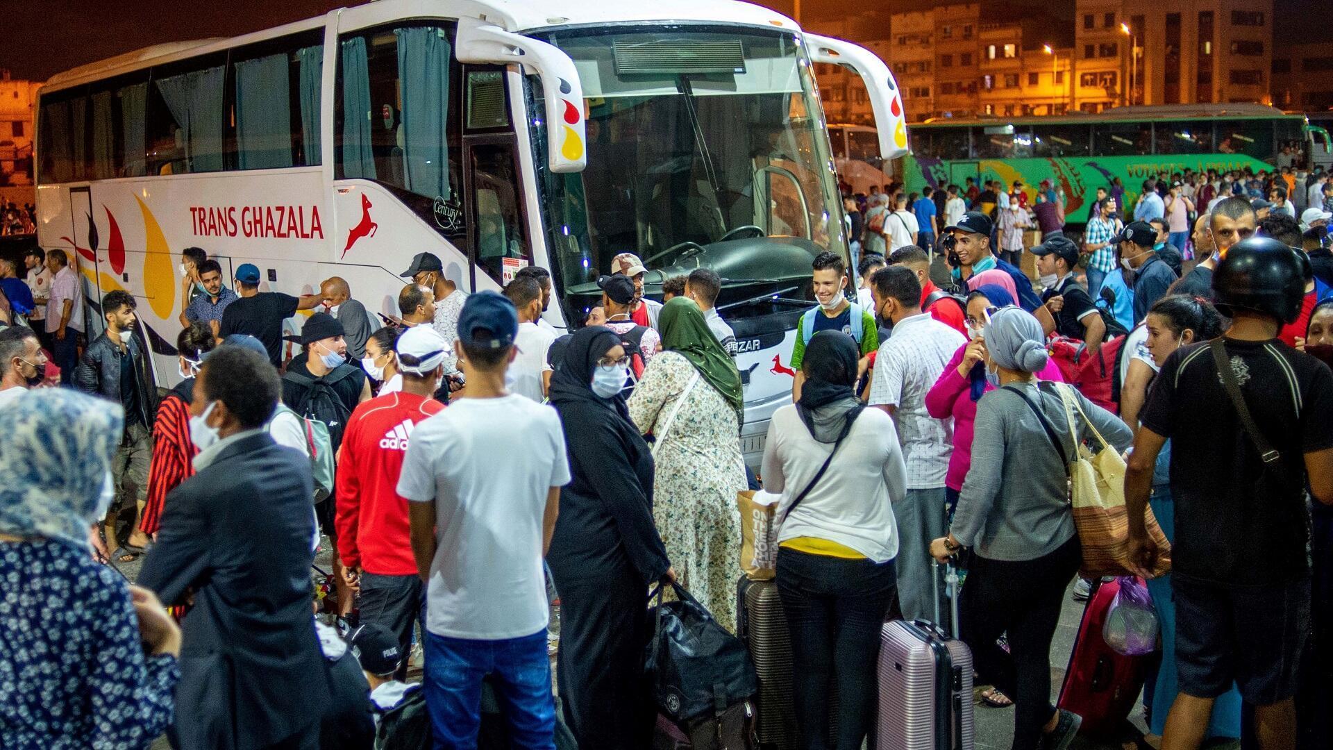 تكدس للركاب في محطة أولاد زيان للحافلات بمدينة الدار البيضاء المغربية، 26 يوليو/تموز 2020.