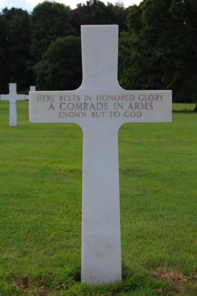 L'ancienne tombe de Julius Pieper dans le cimetière militaire américain de Neuville-en-Condroz, à une vingtaine de kilomètres au sud-ouest de Liège, en Belgique