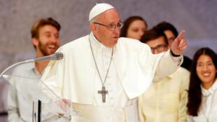 El Papa Francisco volvió a generar polémica con sus comentarios al dejar clara su posición con respecto al aborto el 10 de octubre de 2018.